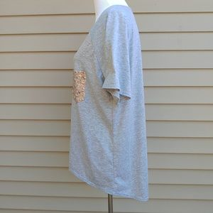 Tops - 🔴 $5 SALE Gray Shirt Blouse Gold Sequins Hi-Lo